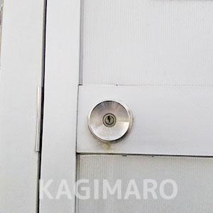 鍵が開く前のドア